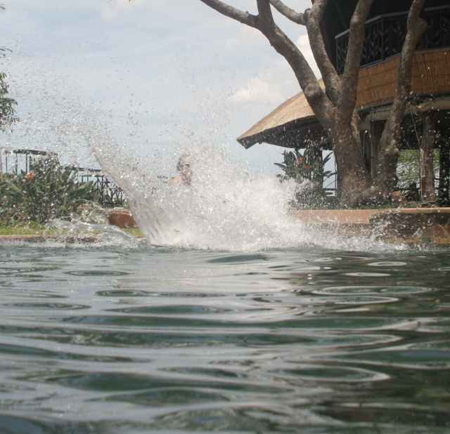 "Chilo Pool-""A Splash!"""