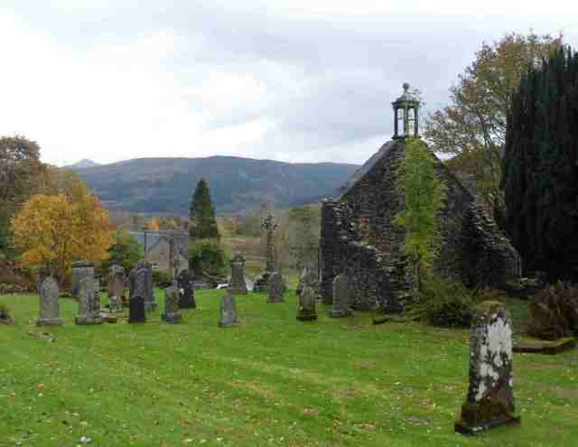 Rob Roy's grave site lo res.JPG