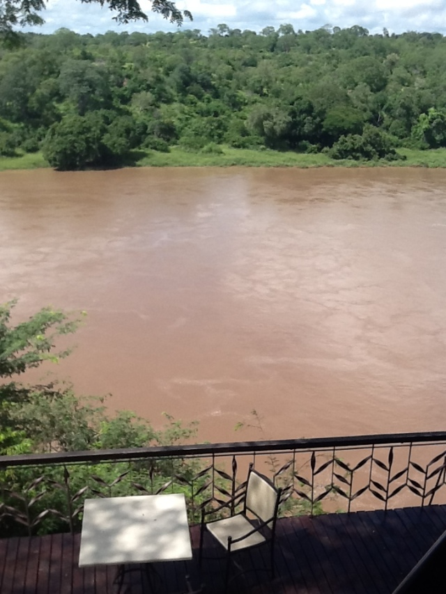 the flooding Save River at Chilo Gorge