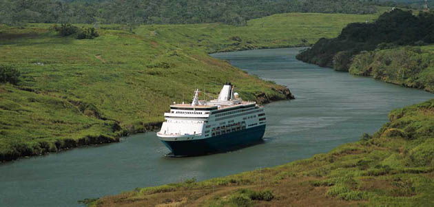 ms Statendam in pananam canal